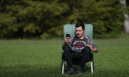 Anxious Argentines, in coronavirus lockdown, bring therapy couch back home